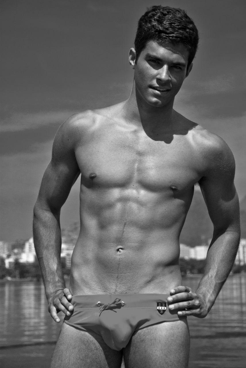 Фото голый спортсмен в душе